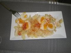 Emplatado de ensalada de verduras asys a�adiendo piment�n y aceite de oliva