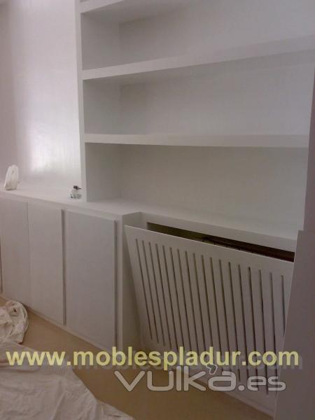 Foto mueble de pladur con puerta taparradiador - Muebles de pladur para salon ...
