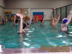 Clase de aquafitness. piscina