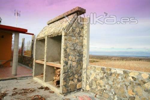 Foto barbacoa a medida de hormig n terminada en piedra natural distintos colores de piedra - Barbacoas de piedra natural ...