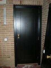 Puerta acorazada gardesa mixta negro ext. blanca int.