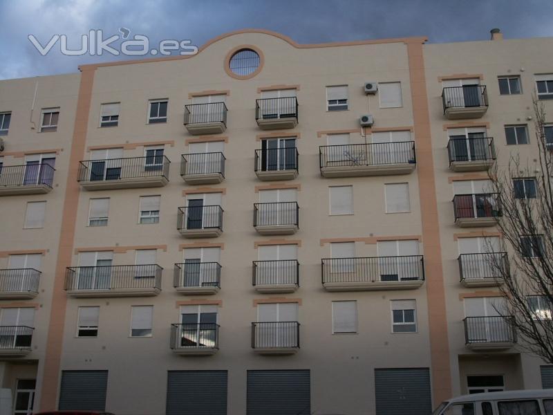 Foto fachada realizada con mortero monocapa acabado raspado - Fachadas con monocapa ...