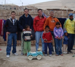 Campo de trabajo que el colegio mayor peñafiel organizó en perú este verano. una decena de universitarios se ...