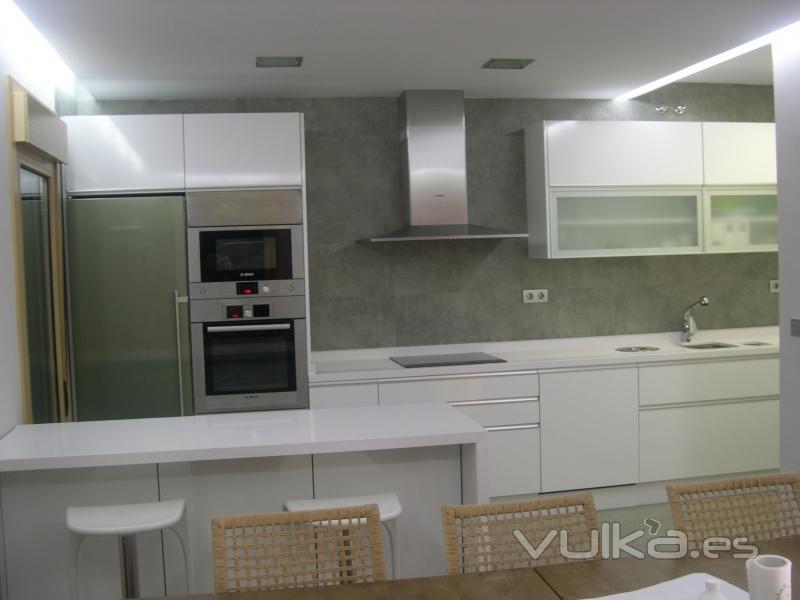 Carpinteria teca for Cocinas blanco roto