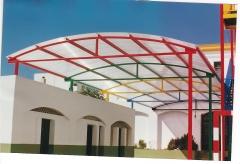 Boveda en policarbonato celular autoportante con estructura multicolor , en colegio La Salle de San Fernando (Cadiz)