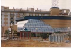 Bóvedas de entrada y cubierta de travolator , en policarbonato celular de 16 m/m color hielo Obra : Centro ...