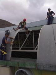 Trabajos en cubierta de pabellones, naves y otras estructuras.