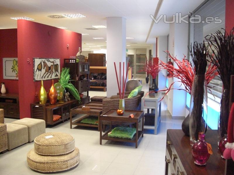 Foto zona exposicion muebles y decoracion for Muebles y decoracion online outlet