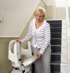Viva una vida activa e independiente con la ayuda de la silla salva escalera dorados express recta.