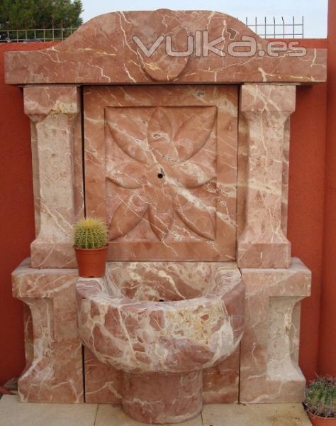 Foto fuente pared de piedra roja - Fuentes de pared de piedra ...