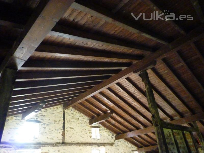 Arteaga estructuras de madera for Tejados de madera a dos aguas