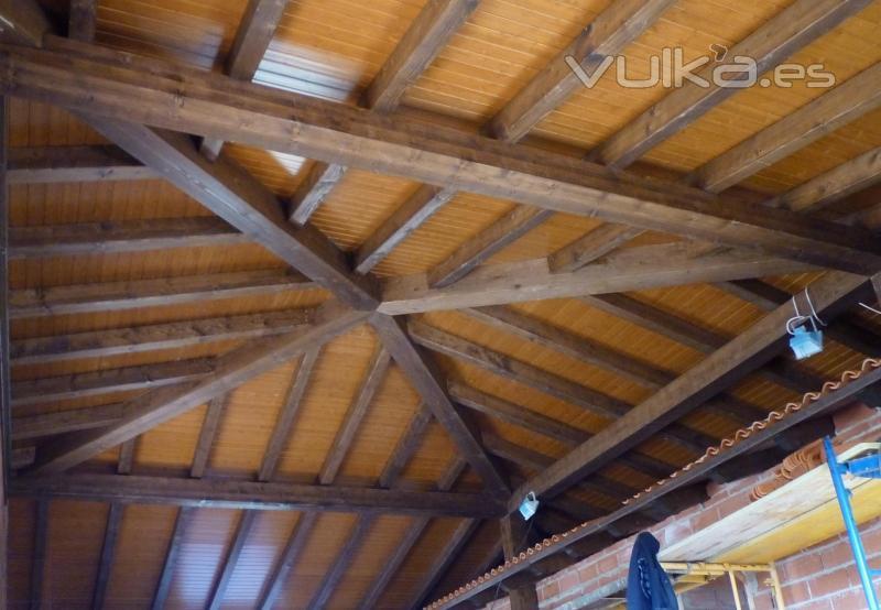 Arteaga estructuras de madera for Tejados de madera a cuatro aguas