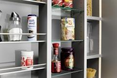 Armario despensa de cocina, con estanterias especieros deslizables.