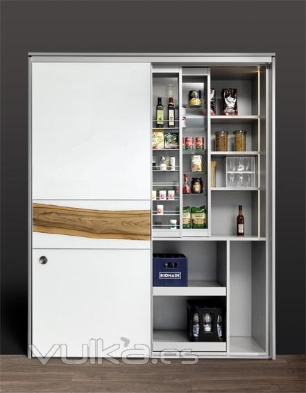 Foto armario despensa de cocina con puertas correderas y for Muebles de cocina despensa