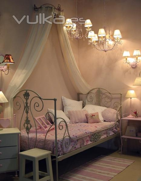 Foto sof cama forja princesa color blanco decapado for Cama de forja blanca