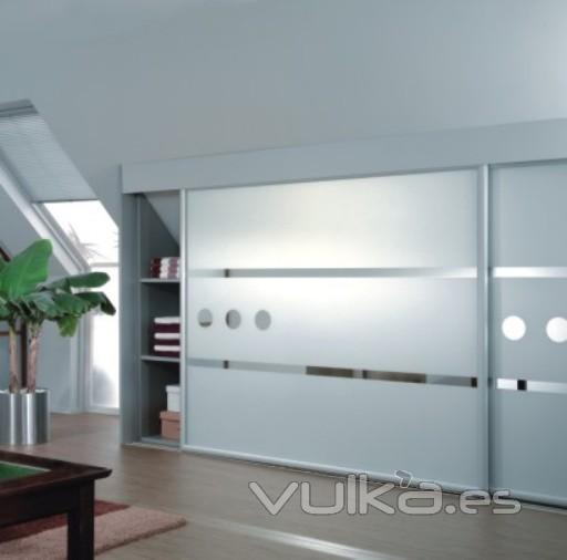 Foto armarios de dise o a medida con puertas correderas - Diseno de armarios online ...
