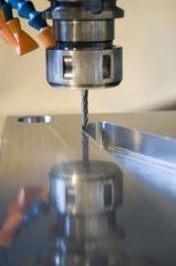 Contamos con la maquinaria adecuada para la fabricación de piezas en serie y mecanizados en materiales diversos ...