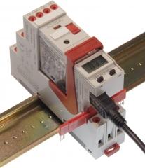 Base y rel� de la serie electromec�nica est�ndar montados sobre ra�l y conectados a un m�dulo de control ...