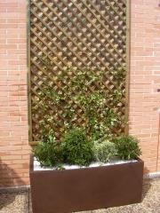 Decoraci�n de �tico con plantaci�n y jardineras