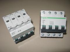 Magnetotermico schneider electric 4 polos,  25 a.