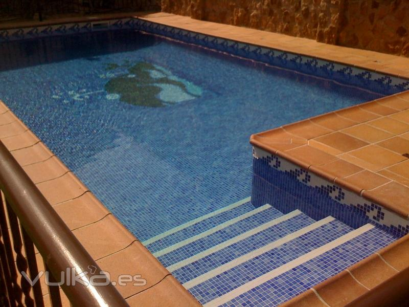 Foto piscina con ferrogres for Piscina huetor tajar