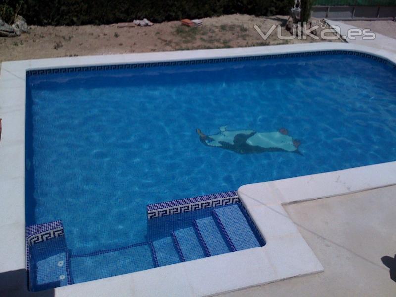 Foto piscina con entrada lateral asiento de hidromasaje for Entrada piscina