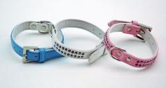 Collar azul celeste/rosa o blanco con diamantes doble. medidas: 2,0 x 25 cm.