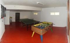 Sala de juegos. pin pon, dardos y futbolin... casa verde