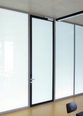 Puerta y tabique vidrio aislante.