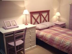 Ambiente dormitorio lucía color rosa cipango. disponible en varias medidas y colores.