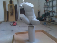 Restaurando escultura metalic�
