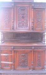 Mueble comedor con talla en nogal restaurado