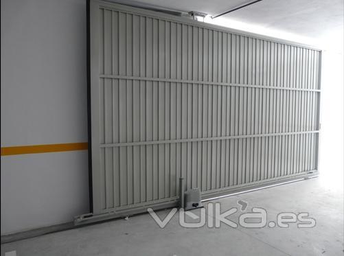 Foto puertas correderas vista interior de puerta - Mecanismo puerta corredera ...