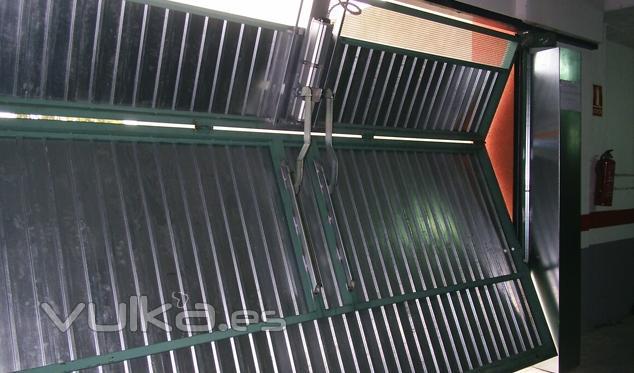 Foto garaje basculantes vista interior de puerta - Mecanismo puerta garaje ...