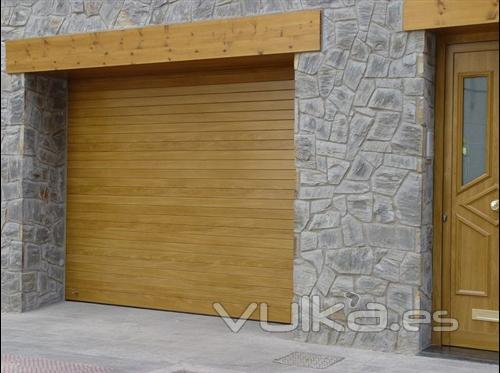 Foto garaje enrollables collbaix puerta enrollable - Puertas de aluminio color madera ...