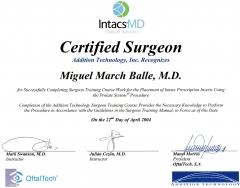 Diploma de acreditación para el implante de anillos corneales intacs. 2.004.
