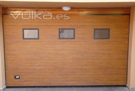 Foto garaje seccionales puerta seccional en panel - Color madera roble ...