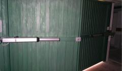 Automatismos y Accesorios : Vista interior de puerta de dos hojas  automatizada mediante equipo  electrohidráulico ...