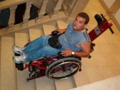 Oruga para subir o bajar escaleras, con silla ruedas