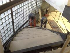 Cubrimiento ceramico de escalera metalica