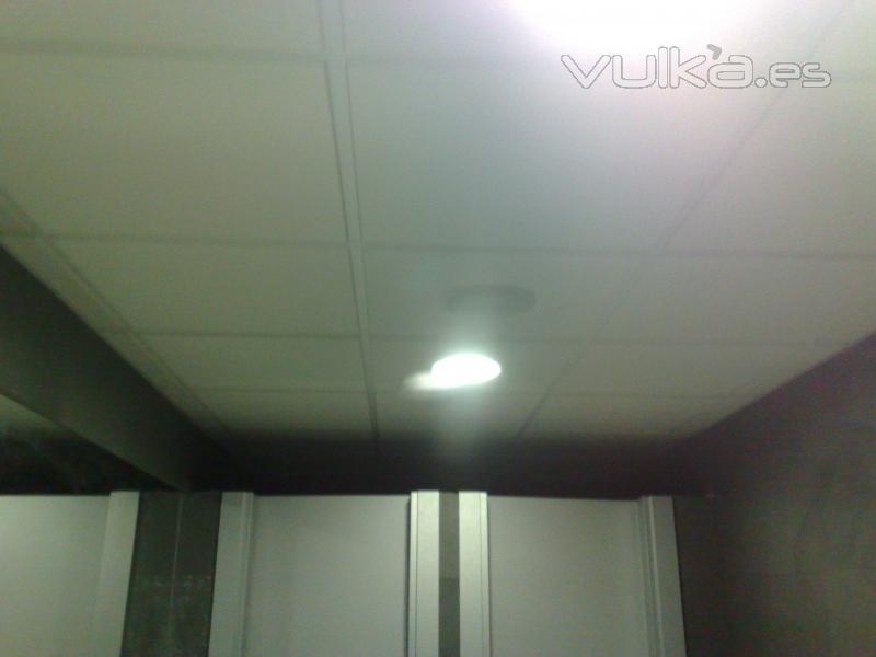 foto revestimiento con pizara y falso techo ba o