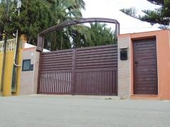 Las puertas residenciales ittalum son pensadas especialmente para urbanizaciones y residencias de primera calidad. ...