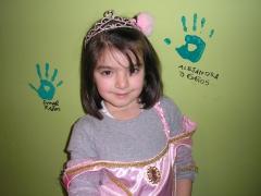Foto del cumple de alejandra despues de poner la mano en el muro de los cumplea�eros