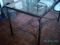 Mesa sube y baja, curiosa composici�n para una mesa que puede servir tanto de camilla para el invierno, como en su ...