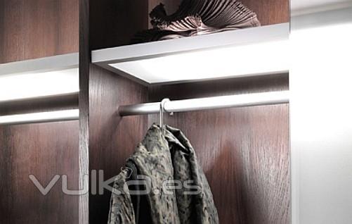 Foto estante de construcci n con iluminaci n interior - Iluminacion interior armarios ...