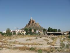Vista en el horizonte del castillo de monteagudo.