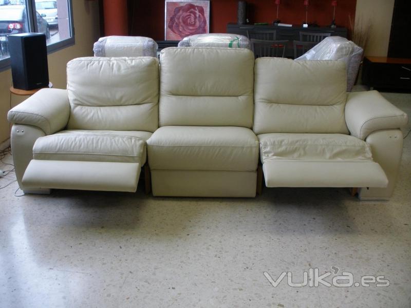 Foto 3 plazas con relax motorizado piel flor autentica for Catalogo de sofas de piel