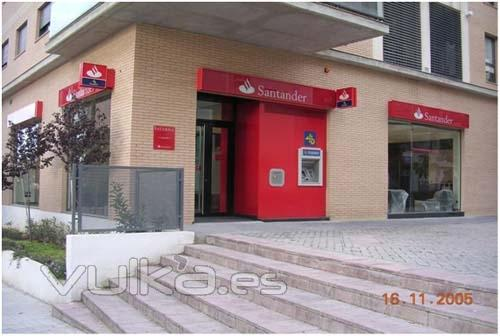 foto realizaci n de oficinas para banco santander en