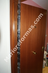 Puertas de entrada en dos caras . lacadas barnizadas cualquier acabado y color