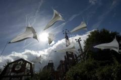 Exteriorismo: objetos de luz y aire en forma de flores para la decoraci�n exterior. superficie imprimible / ...